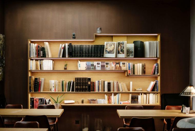 5 tips om je boekenkast te stylen